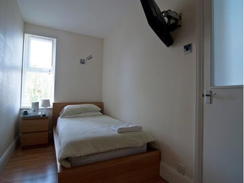 Single room-Shared Bathroom-Non En-Suite