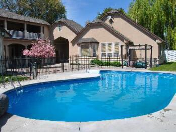 Perfect Moments B&B seasonal pool, view from the backyard.