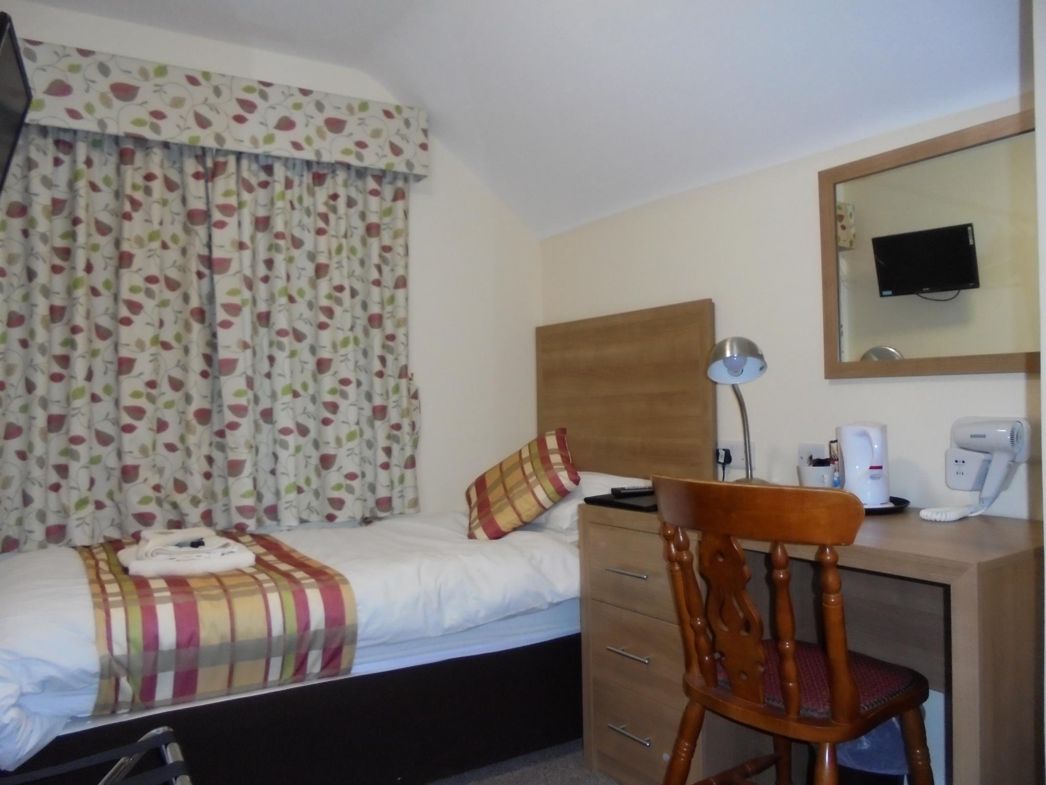 Single room-Comfort-Ensuite with Shower-Street View-Main Building