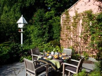 Petit déjeuner en terrasse aux beaux jours