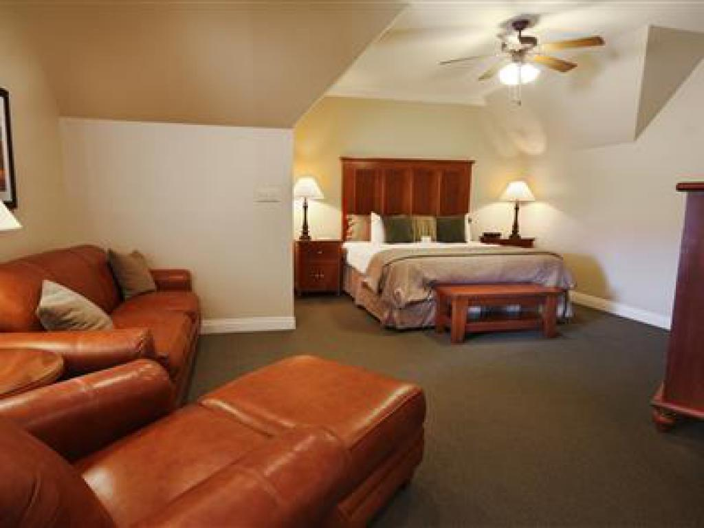 Quad room-Ensuite-Suite-506 Pavilion Suite