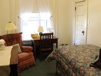 Single room-Private Bathroom-Standard-Courtyard view-Room 106