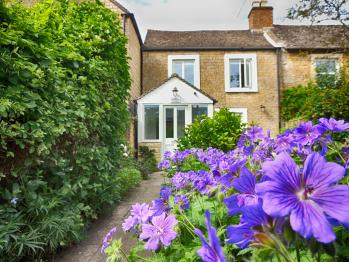 Cotswold Cottage Gems - Woodbine Cottage - Front Garden