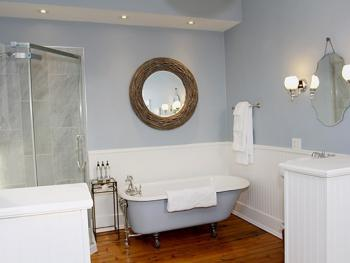 Isabella Suite's Ensuite Bathroom
