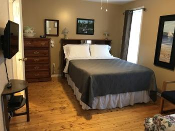 Room #3-Queen-Garden View-Ensuite-Superior - Room #3-Queen-Garden View-Ensuite-Standard