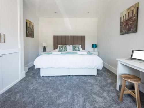 Kingsize Bedroom or Twin Option Available