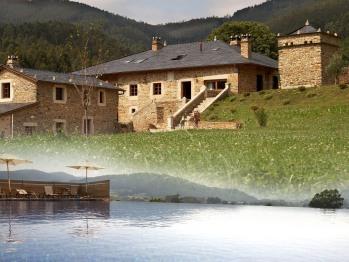 Vista exterior y piscina