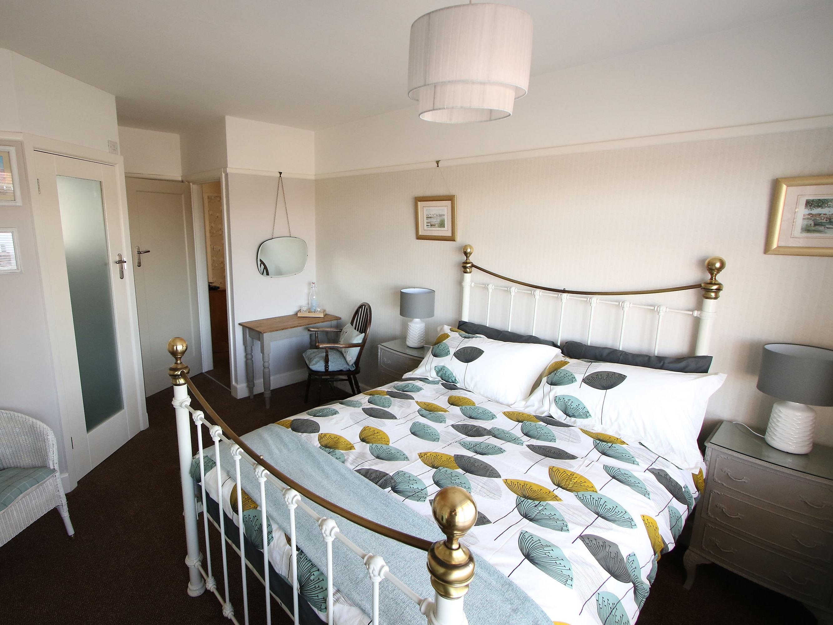 Oakley Room - Double Classic En-suite Shower