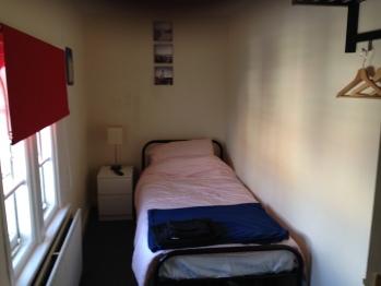 Single room-Economy-Shared Bathroom-Red Room