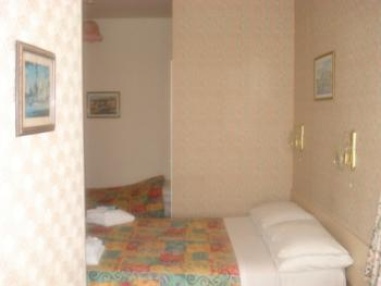 Family room-Ensuite-2 Ad & up to 1 Child - Family room-Ensuite-2 Ad & up to 1 Child