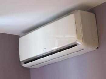 Climatisation réversible avec télécommande (froid ou chaud)