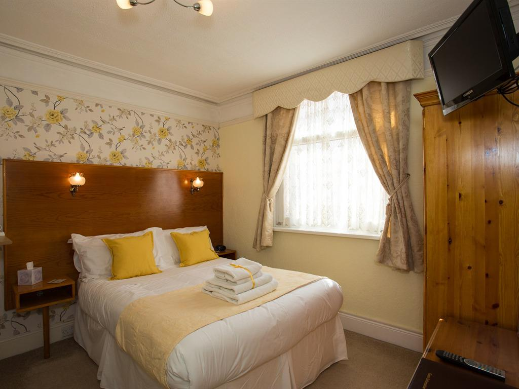 Double room-Ensuite-patio view ground floor - Base Rate