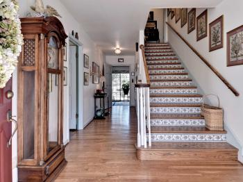 Aldrich House Bed and Breakfast features extra-wide halls and staircase