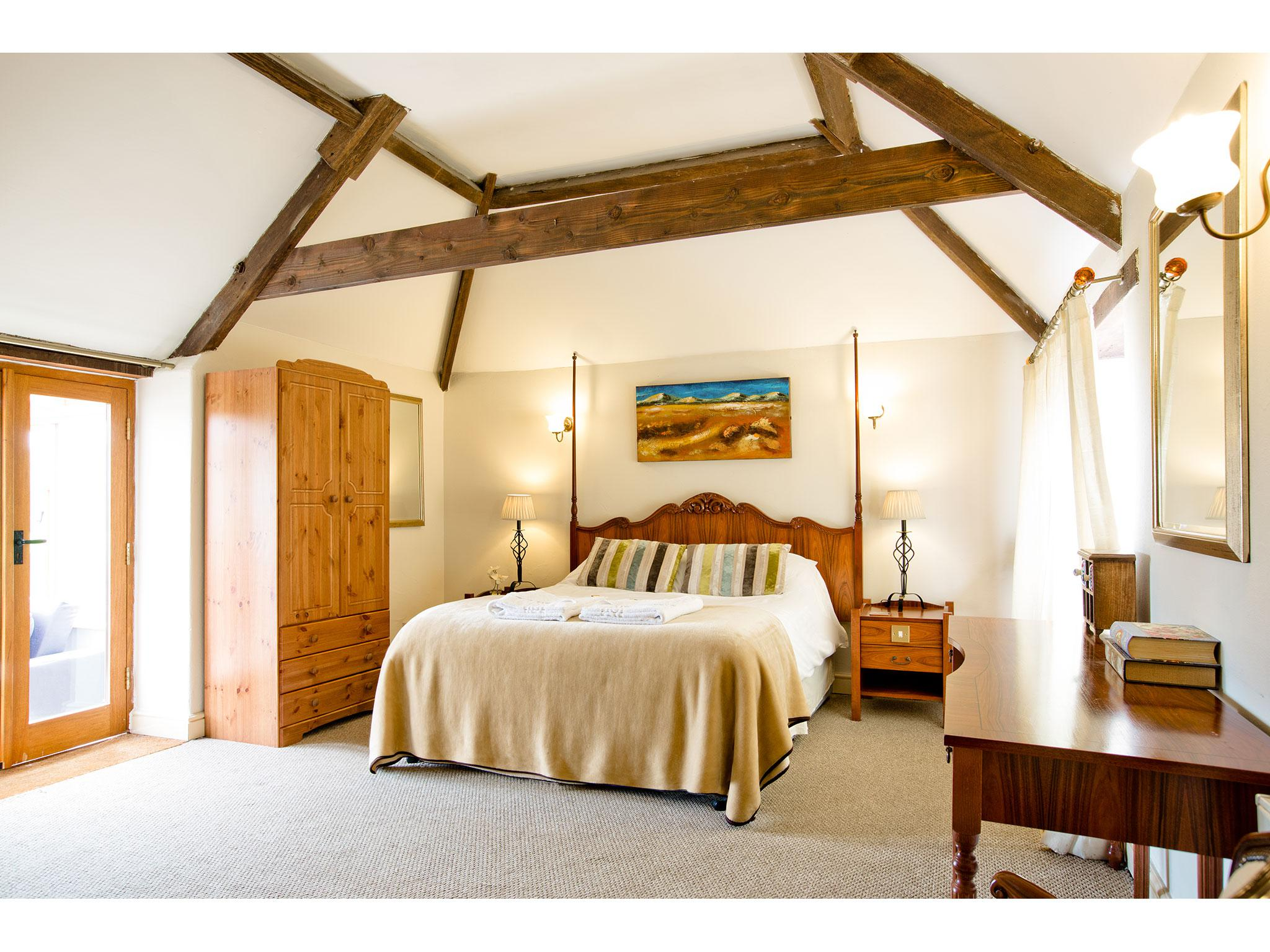 Family room-Deluxe-Ensuite-Room 6 - Willow Tree