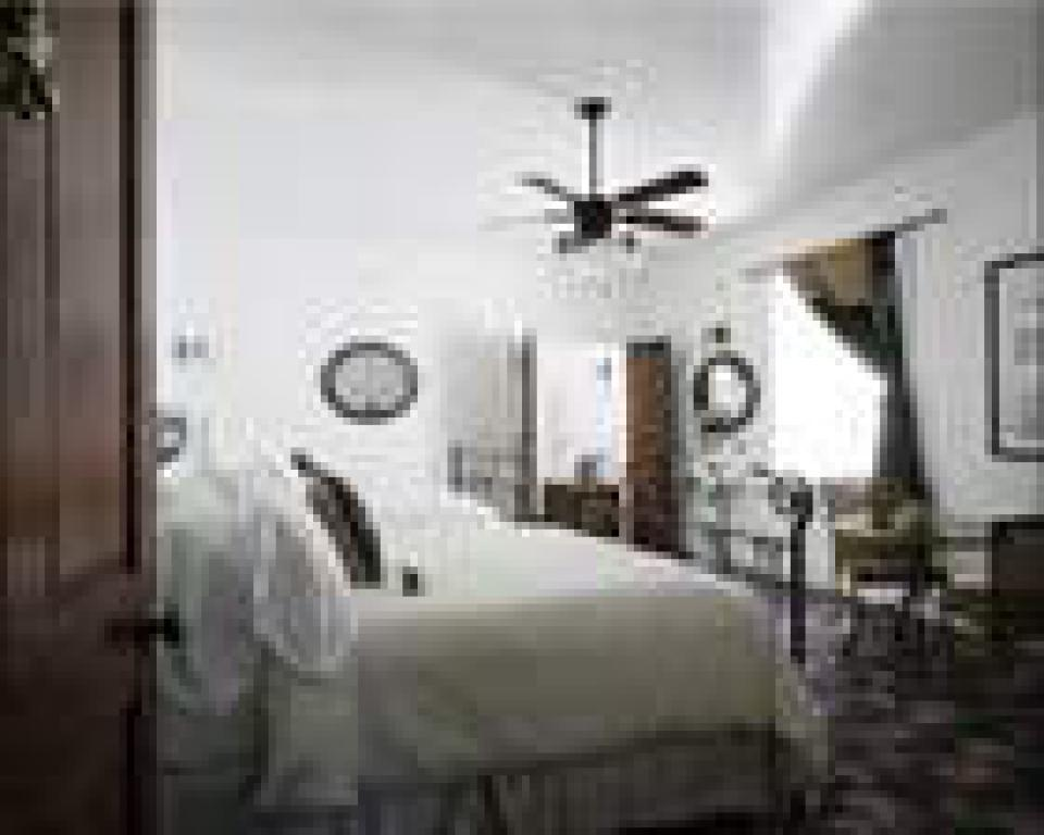 Double room-Ensuite with Bath-Queen-Courtyard view-1830 - Base Rate