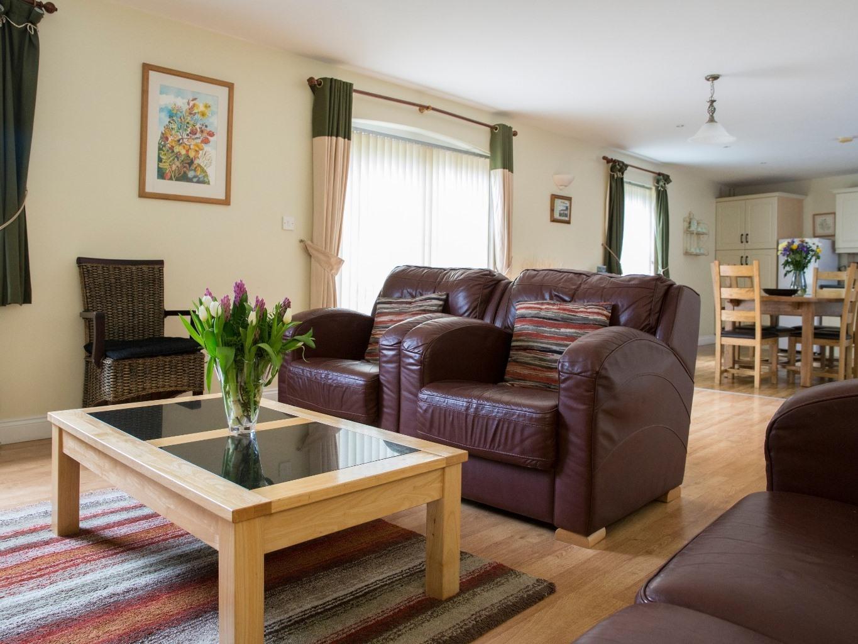 Cottage-Standard-Ensuite-3 Bedroom 'Canal'