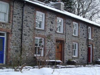Bronfelin & Troed-y-Rhiw Holiday Cottages - Bronfelin Exterior View