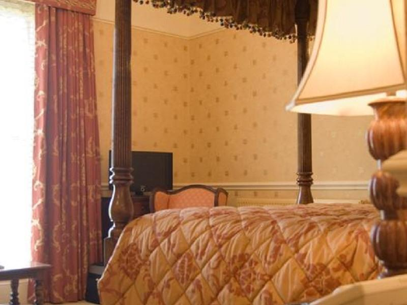 Double room-Ensuite-Four Poster - Base Rate