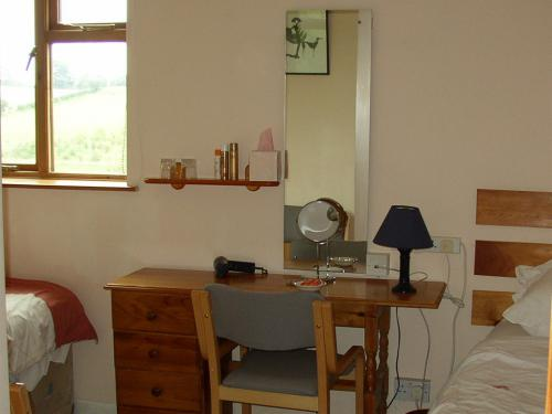 Twin/Single occupancy room, fully en suite with desk & free internet access. Computer available.
