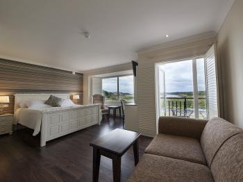 Master Suite-Bay view