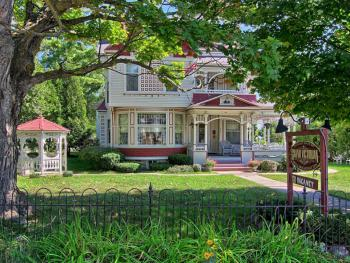 Grand Victorian Front Yard