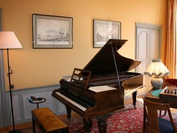Piano dans le salon.