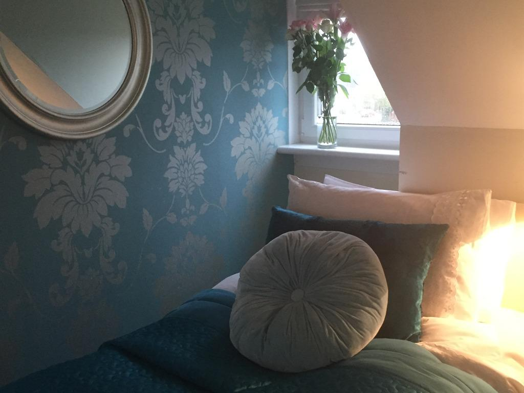 CLASSIC TWIN/SINGLE OCCUPANCY ROOM WITH ENSUITE SHOWER ROOM,