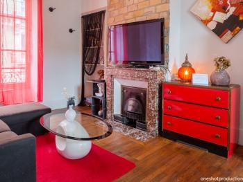 Appartement Milhan - Salon et grande TV gite Grenoble