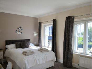 Twin room-Large-Ensuite