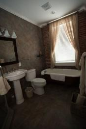 Alixis room bathroom 2