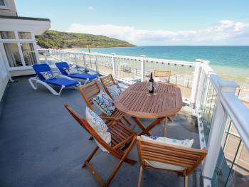 Garden Apartment On The Beach - Outside terrace overlooking the bay