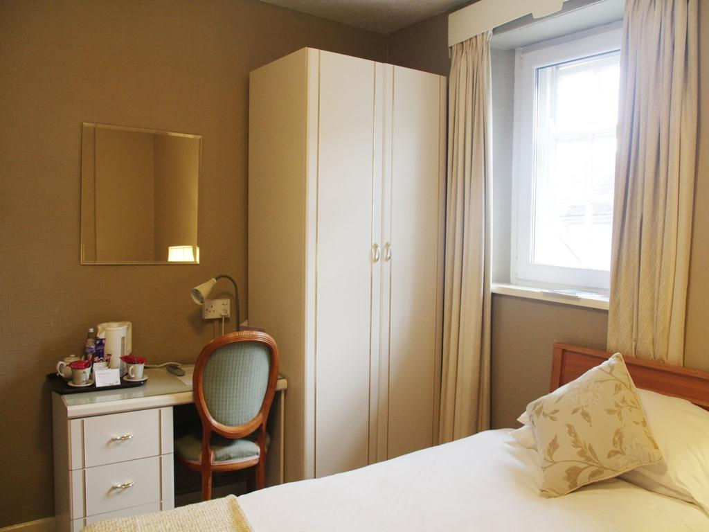 Single-Ensuite Room Only