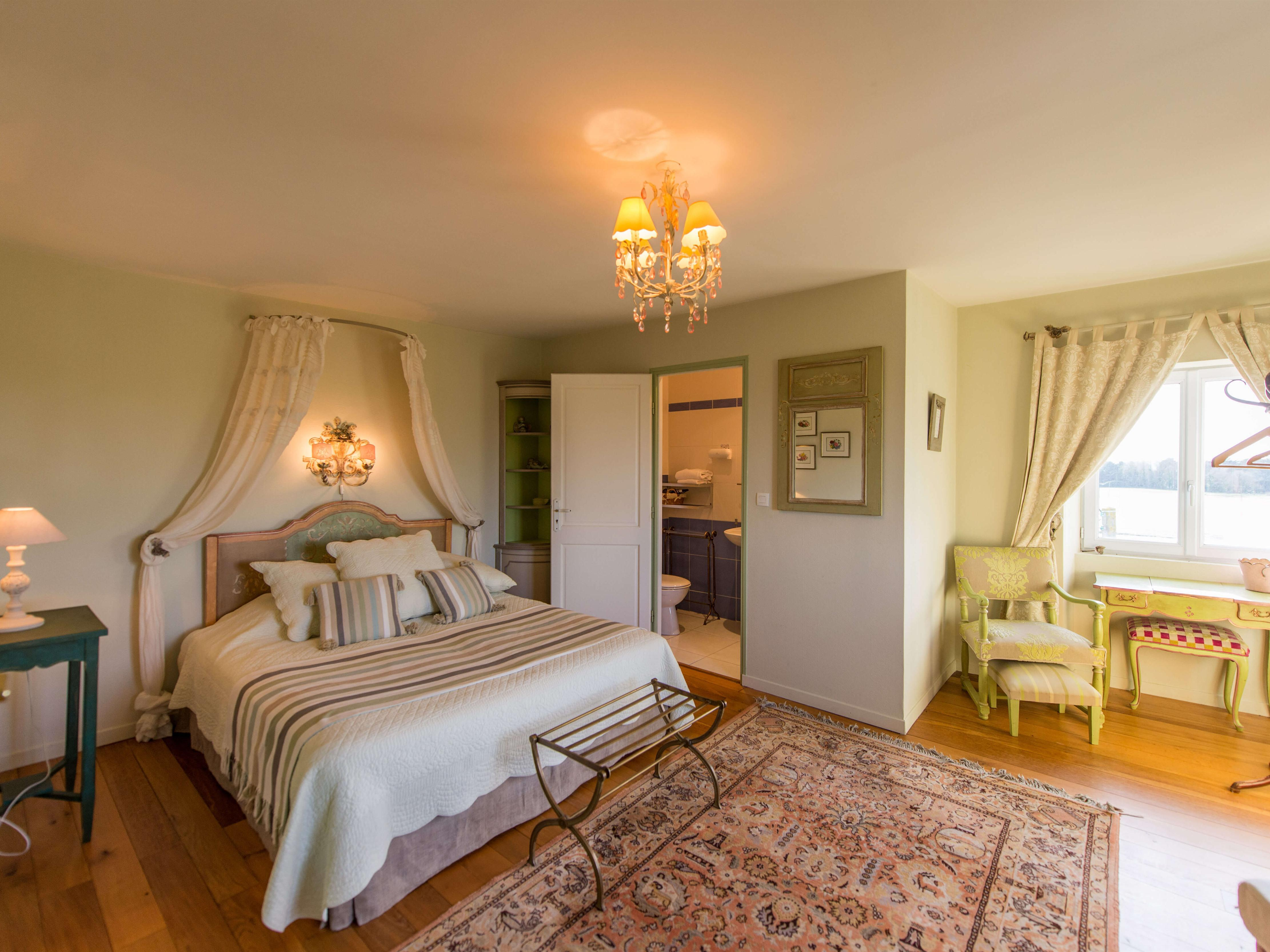 "Room Suite ""Cezembre"" with Private bathroom, sea view"