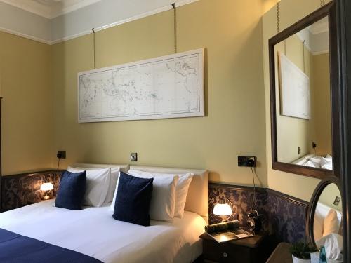 Darwin King Bedroom en suite