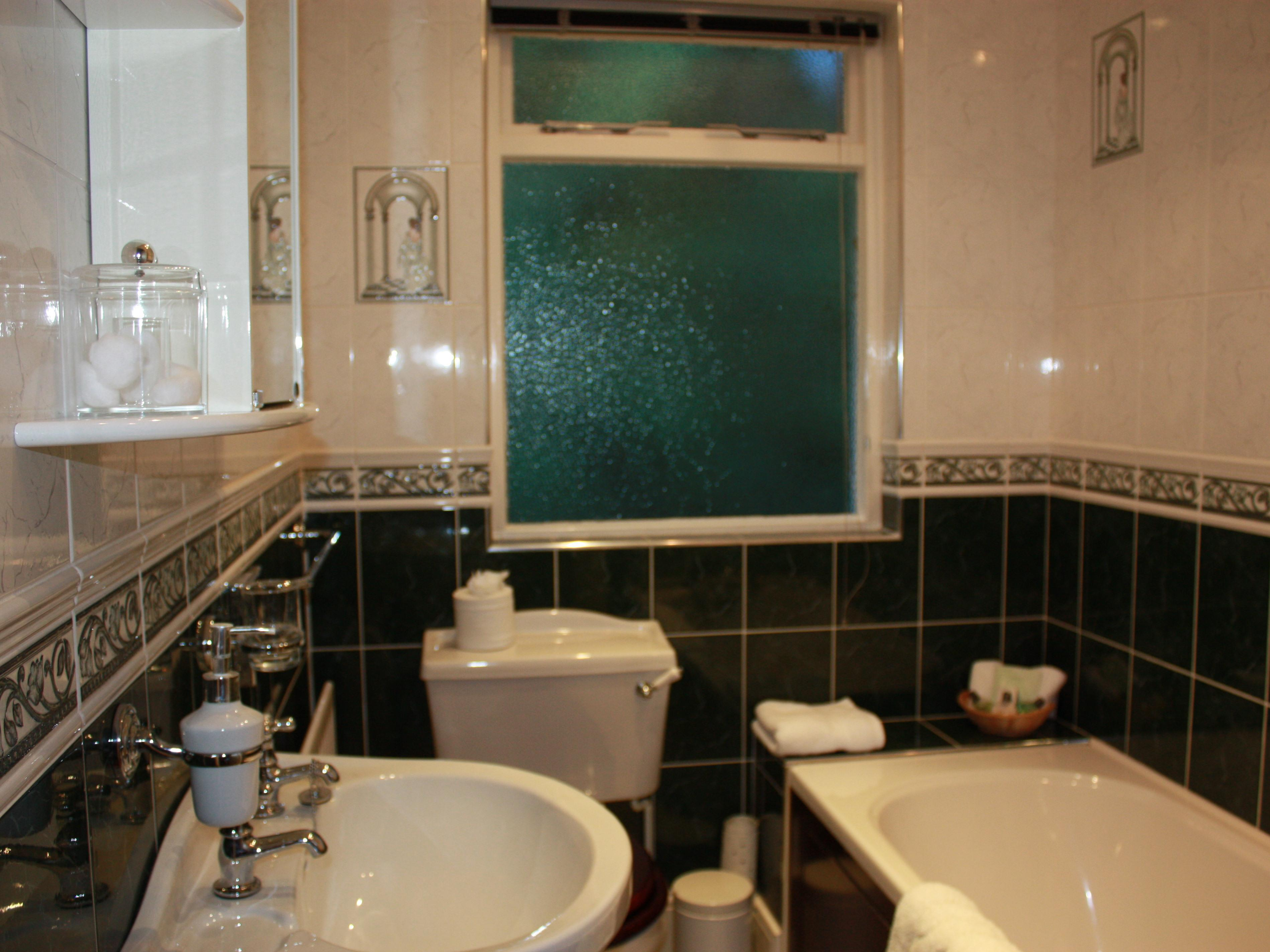 King-Superior-Ensuite with Bath-River and Valley View