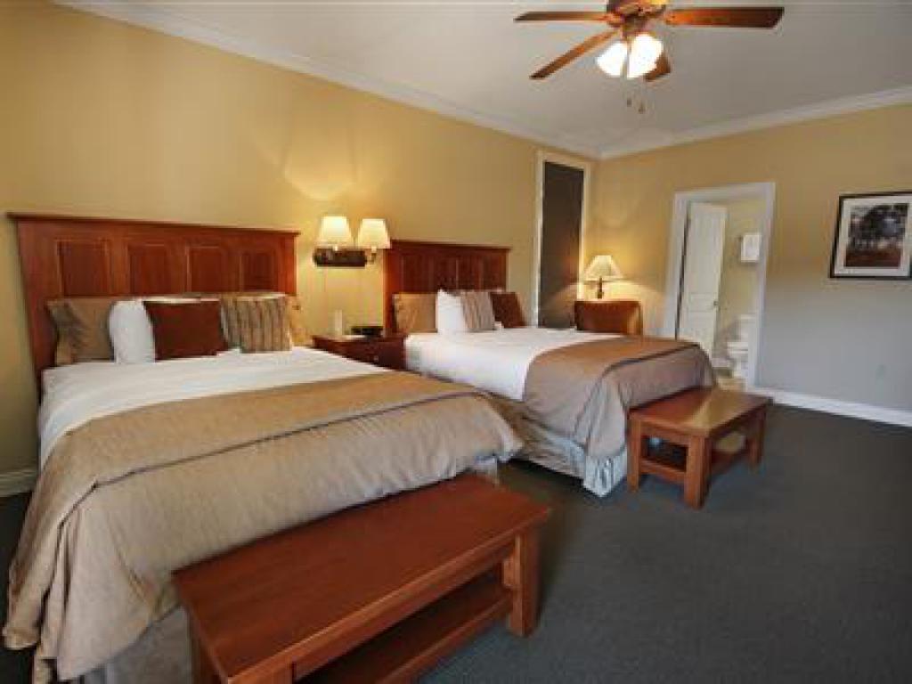 Quad room-Ensuite-Standard-704 Veranda Queen