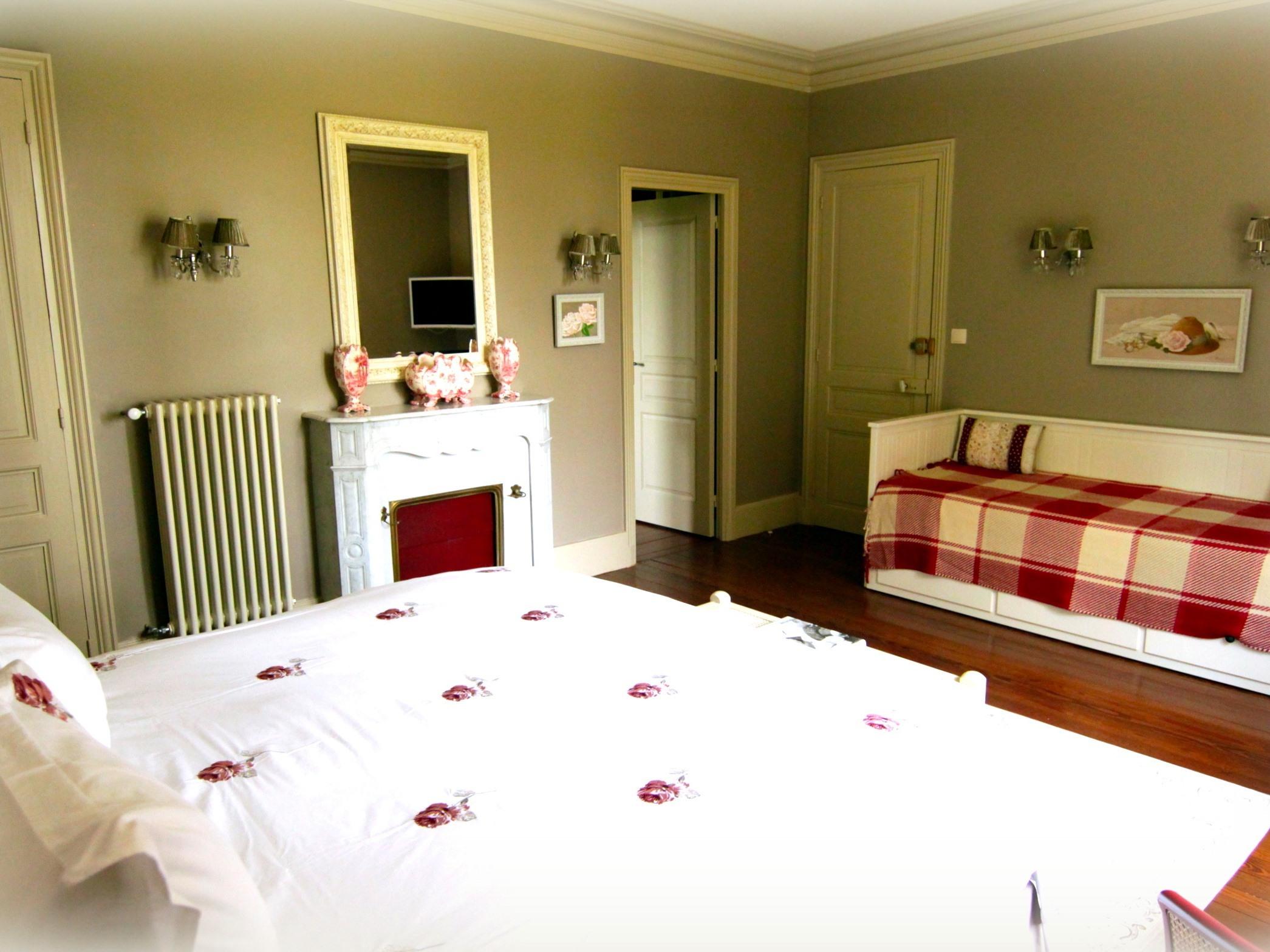 Suite-Première Classe-Salle de bain privée séparée-Vue sur Parc-La Vie en Rose