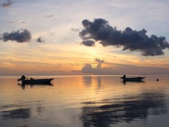Vu de la plage vers le coucher de soleil