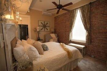 Alixis room 3
