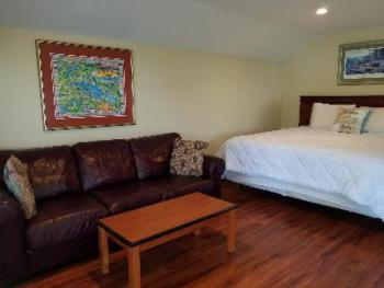 King-Ensuite-Standard-Lake View-King Cottage w/ Sleeper S