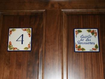 Suite-Superior-Baño con ducha-Vista a la Calle-cuarto de las Procesiones - Tarifa Base