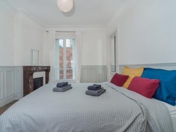 Appartement-Premium-Salle de bain-Vue sur Rue-8-Championnet