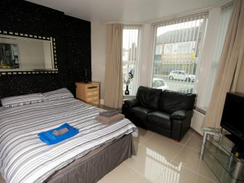Marley Mansions Apartment Borough - DOUBLE BEDROOM