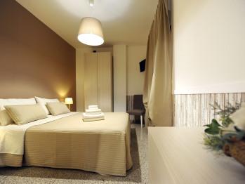 Appartamento-Familiare-Bagno in camera con doccia-Vista giardino - Appartamento-Familiare-Bagno in camera con doccia-Vista giardino