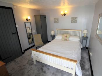 Double room-Ensuite-Courtyard (1)