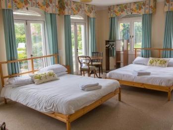 Quad room-Standard-Ensuite-Garden View