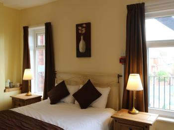 Room 1- double bed with ensuite