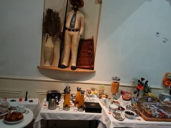 Salle du petit déjeuner en buffet à volonté continental