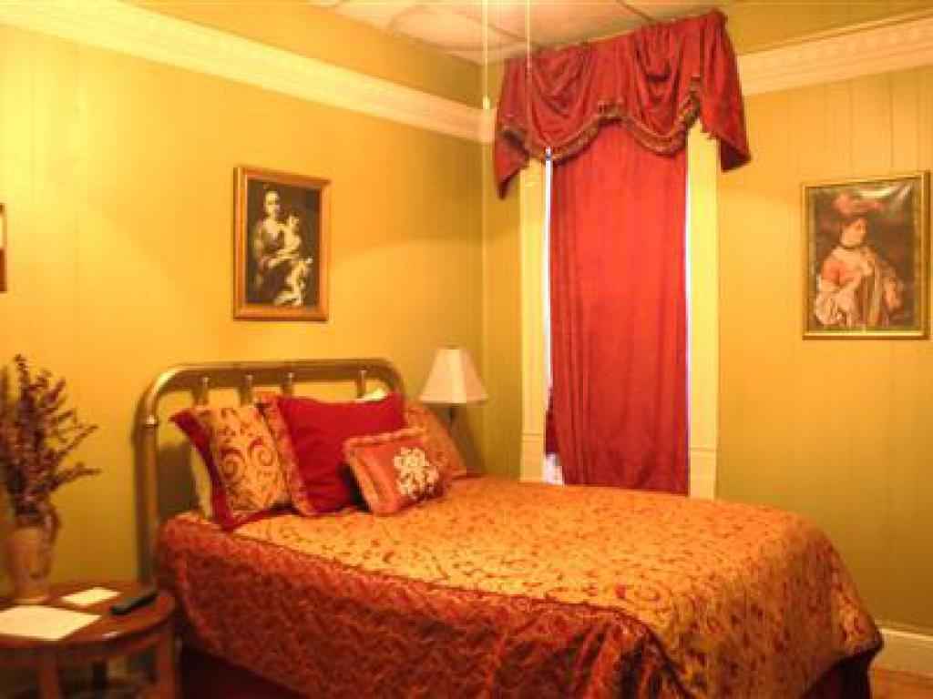 Single room-Private Bathroom-Standard-No view-The Painted Lady - Base Rate