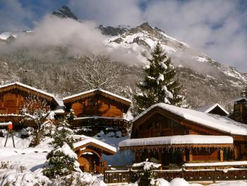 les greniers du Mont-blanc, micro village alpin